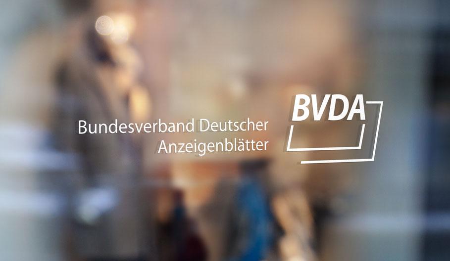 Weigel GmbH - Fensterscheibe mit BVDA Logo